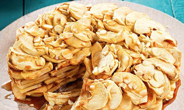 A tarte de maçã é uma sobremesa que liberta um cheiro a maçã e canela ideal para receber os convidados de braços abertos.