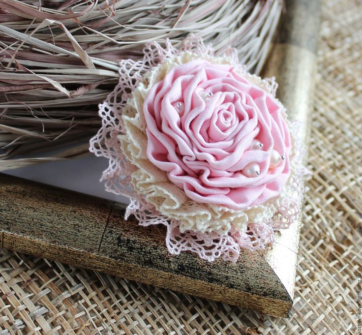Купить Текстильная брошь Неженка-зефирка - Елена Кожевникова, бежево-розовый, текстильная брошь