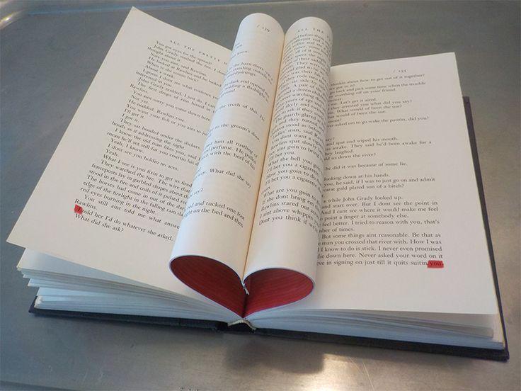 I love You (tra migliaia di parole ti ho incontrata) - installazione - libro, foglio di acetato, inchiostro, graffette metalliche, 2016