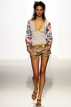Marni Spring 2003 Ready-to-Wear Fashion Show - Karolina Kurkova, Consuelo Castiglioni