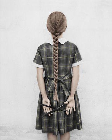 Esta imagen me recuerda cuando mi hija Alexandra le cortó el pelo al hijo de mi vecina.