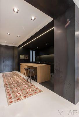 Os presentamos esta vivienda del Ensanche barcelonés diseñada por YLAB comparte muchos de sus típicos detalles tradicionales con elementos más actuales.   Más en nuestro Blog:  https://goo.gl/SZUBez  #arquitectura #Barcelona #interiorismo #interiores
