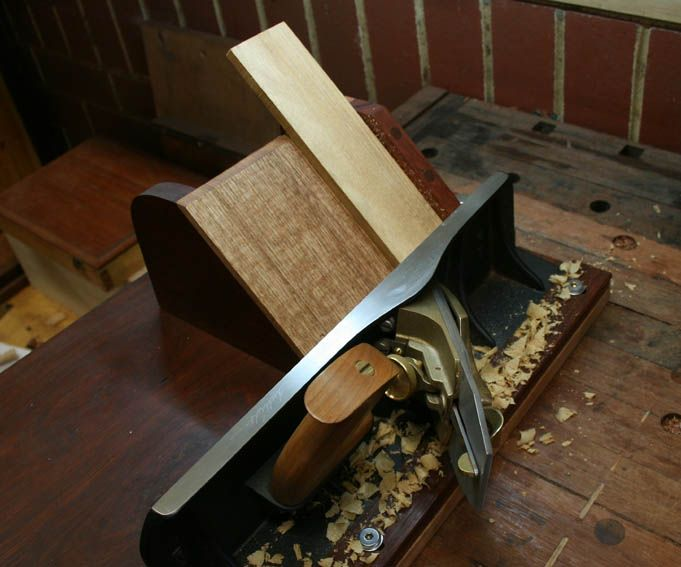 Building a mitred pencil box with a shooting board
