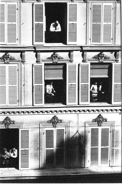 photo noir et blanc : Edouard Boubat, immeuble à Paris, 1968