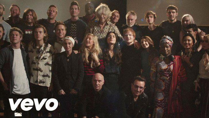 Pin for Later: Die 22 besten Pop-Hymnen und Hits zu Weihnachten Band Aid 30 – Do They Know It's Christmas