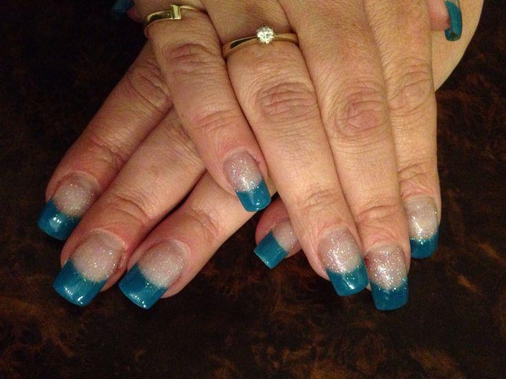 Groen/blauwe acryl met glitter nagelbed