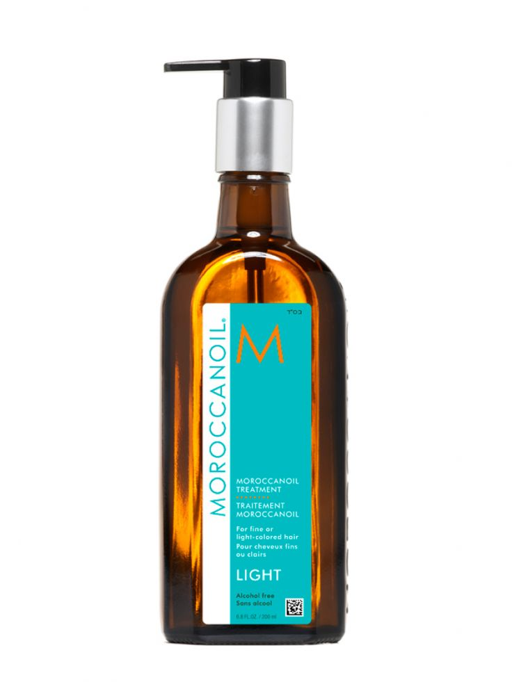 Moroccanoil® Treatment Light is specifically formulated for the delicate needs of ultra-fine and light-colored (including white) hair. Inspired by the original formula that pioneered the oil-infused hair care category, creating the worldwide buzz on argan oil. A versatile and multitasking product, it is an essential foundation for hairstyling that can be used as a conditioning, styling and finishing tool.