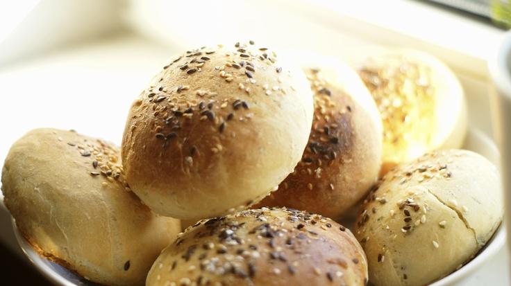 Domowe pszenne bułeczki z ziarnami/ Domestic wheat buns with seeds