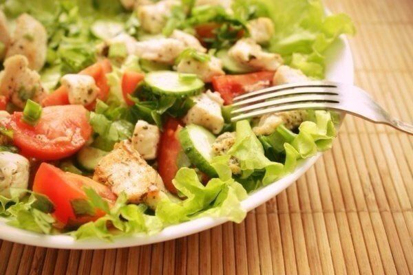 Diet salad *Chicken and fresh vegetables*  Full recipe http://kawaisweets.com/quick-diet-salad-chicken-and-fresh-vegetables/