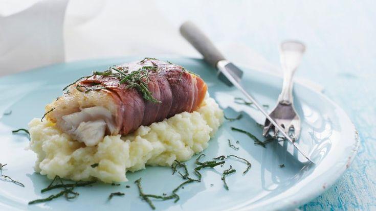 In nur 25 Minuten kredenzen Sie dieses Festmahl aus aromatischem Kabeljaufilet, das auf ein cremiges Kartoffel-Blumenkohl-Püree gebettet wird.