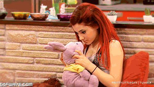 Como esquecer a personagem de Ariana Grande na série da Nickelodeon 'Victorious'?