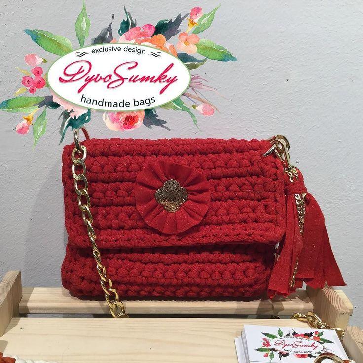 Шикарная красная сумочка Связана из итальянской ленточной пряжи с лёгкой блесточкой. Внутри под подклад пришита специальная сетка для стабильной формы изделия закрывается сумочка на два магнитных замочка.#handmadebag  #краснаясумка  #хендмейд  #хендмейдсумки #сумкиручнойработы  #сумкакиев  #love #яркокрасный #сумкаскистями  #сумкикрючком  #сумкитрикотажнаяпряжа # сумкичерезплечо #сумканацепочке #эксклюзивныевещи  #купуйукраїнське