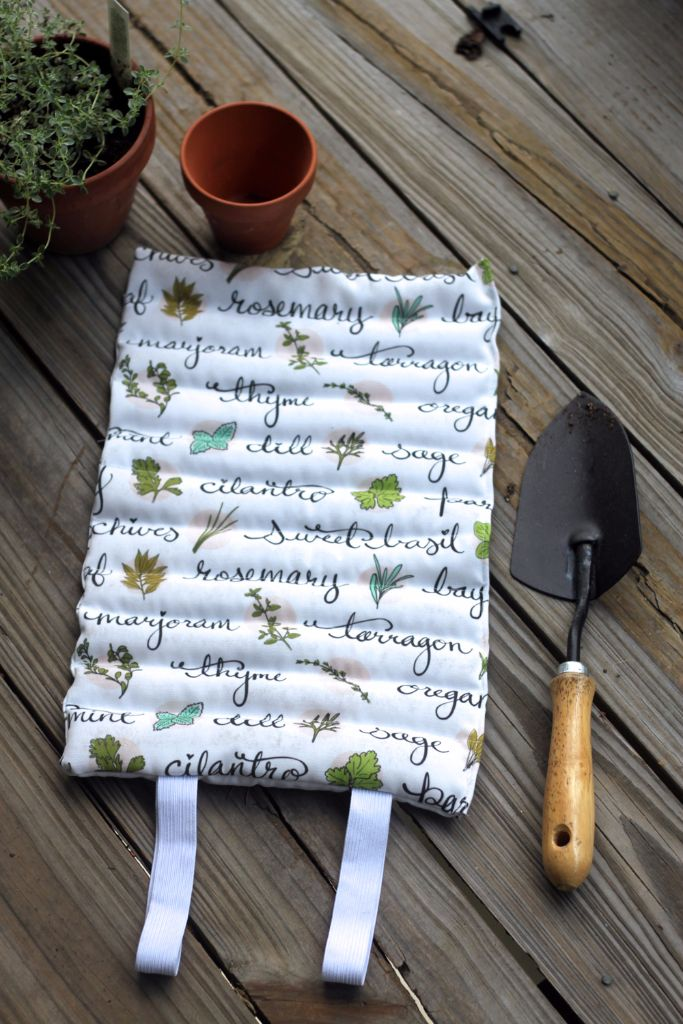 learn to sew up a garden-kneeling pad!