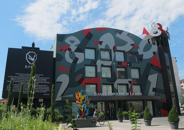 Da oltre dieci anni, collaboriamo con la Banca Popolare di Lajatico curando l'intera proettazione di ogni singola sede, e i rispettivi arredi. Le principali progettazioni riguardano la sede storica di Lajatico, oltre alle due sedi di Pontedera, Capannoli e Ponsacco. Ogni sede presenta un Concept originale, ritrovato anche nell'interpor design.  #StudioLaNoce #architecture #engineering #design #interiordesign #ArtDecor #furniture #madeinItaly #bank #Pontedera #Pisa #Tuscany #Italy