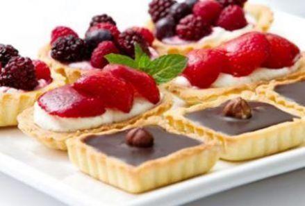 Mini tarte cu fructe de sezon