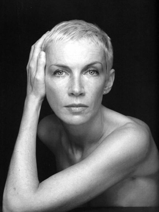 Annie Lenox.Nombre real Ann Lennox  Nacimiento 25 de diciembre de 1954   Origen  Aberdeen (Escocia)