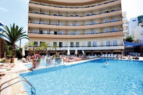 Kipriotis  Dicht bij gezellige bars hippe clubs en het strand. Hotel Kipriotis in Rhodos-stad ligt midden in het leven. Uit de bol gaan in de nabijgelegen 'barstraat' of de sirtaki leren dansen op de Griekse avond. 's Ochtends uitslapen. Dan een late breakfast en helemaal bijkomen bij het zwembad of luieren aan zee. Binnen een kwartiertje wandelen sta je in het middeleeuwse hart van de stad. Slenteren door de Ridderstraat een frappé drinken op een van de eeuwenoude pleinen en dwalen door de…
