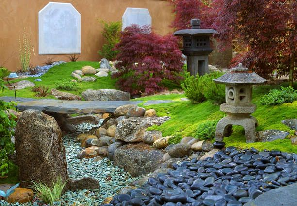 japanese garden pagoda japanese maple dry creek bed decorative rock japanese style. Black Bedroom Furniture Sets. Home Design Ideas