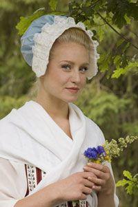 Duran Textiles newsletter: 18th century bonnet patterns