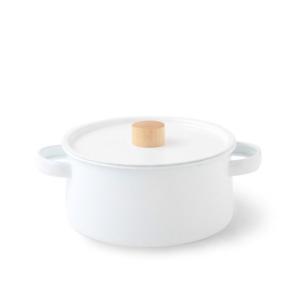 TWO HANDLE PAN | DANSKmadeforrooms http://www.danskshop.com/collections/kitchenware/products/enamel-two-handle-pan