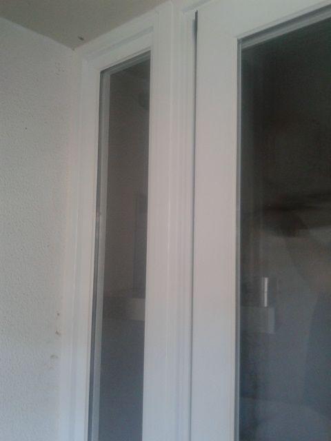 carpintería de aluminio en color blanco, con doble acristalamiento, con sellado perimetral, de la serie Silver 65