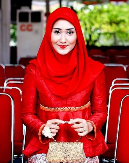 Best Hijab Style Dian Pelangi Apparently Only Takes A Minute For Wearing a Veil