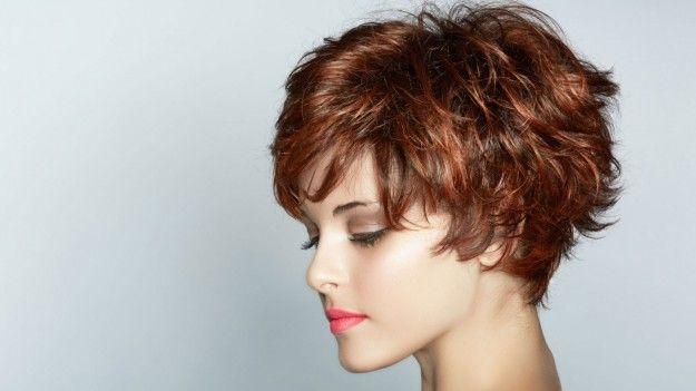 capelli-corti-mossi-e-colorati.jpg (625×351)