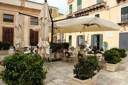 Street Cafe in Ibla