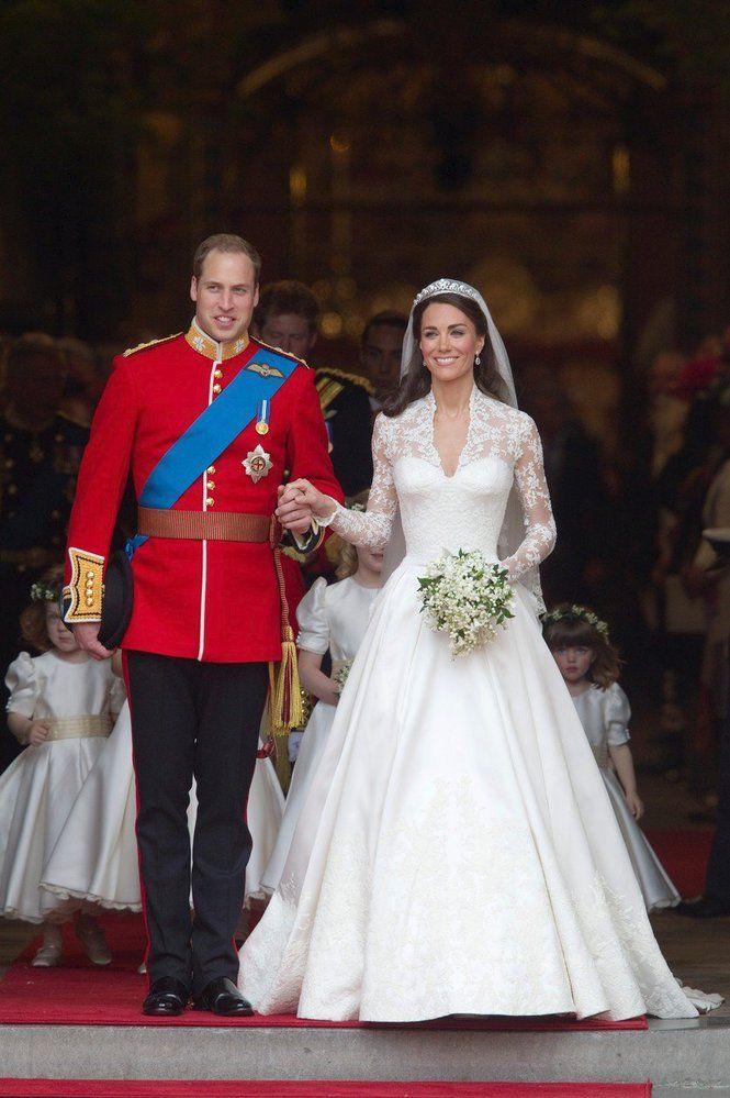 Svatebni Saty V Kralovske Rodine Vevodkyne Kate 2011 Jake Saty