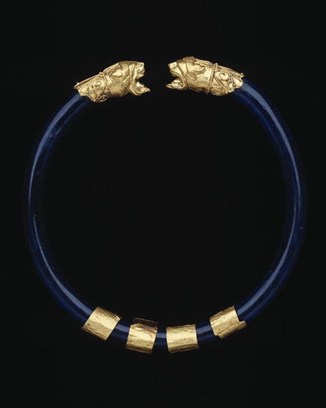 Etruscan gold, glass and filigre lion head bracelet c.6th BCE | Courtesy Dallas Museum of Art