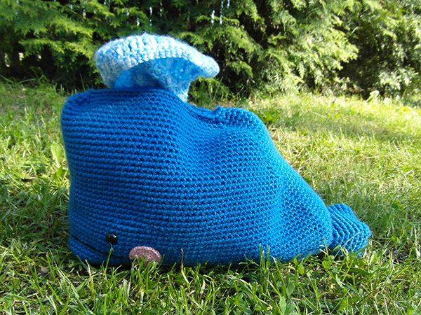 Free pattern: whale and blanket.  Blanket fits back inside whale and sticks out blowhole.