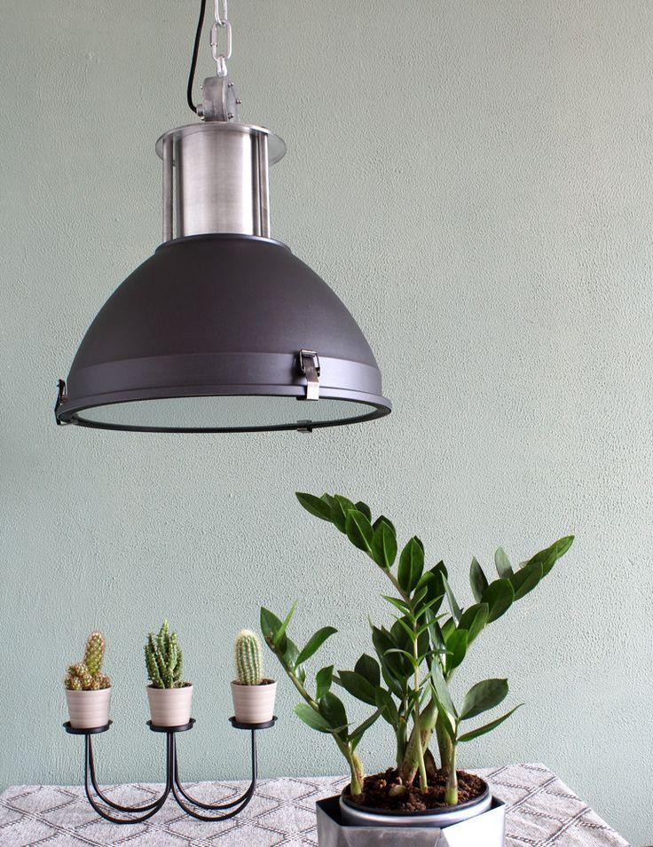 Industrielamp Bronq Boulder 42 centimeter in stoer mat zwart