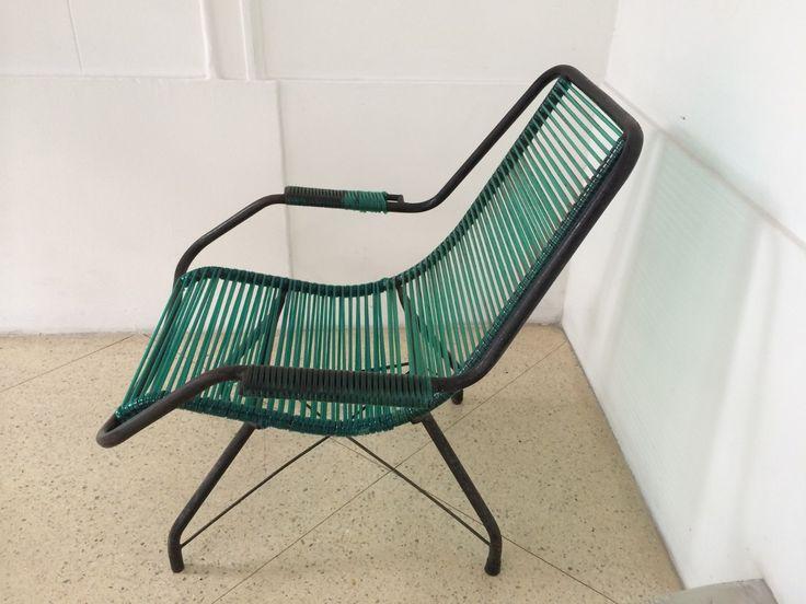 Cadeira Vintage,em Ferro Batido E Assento Em Plástico.dec 60