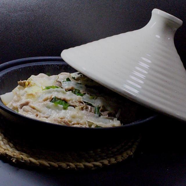 懐かしいタジン鍋。安かったから買いました。ポン酢で頂きました。美味しかったです。 - 118件のもぐもぐ - 晩ご飯  タジン鍋 by Hiroshi  Kimura