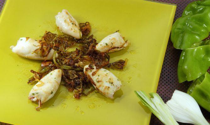 Receta de Chipirones rellenos a la plancha con cebolla y pimiento