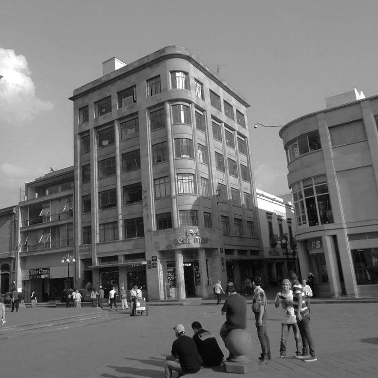 Edificios en la Plaza de Armas, en el centro histórico. #sanluispotosi #mexico (en Centro Historico de San Luis Potosi)