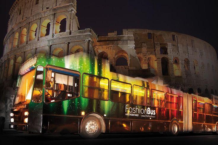 Luxury Bus è unico per una festa di Matrimonio alternativa, con gli amici più stretti, il panorama della Roma by Night, cena a musica in esclusiva.