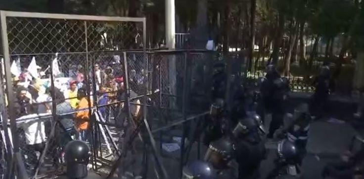 Se registra conato de enfrentamiento entre manifestantes y granaderos en Chivatito CDMX - Noticieros Televisa