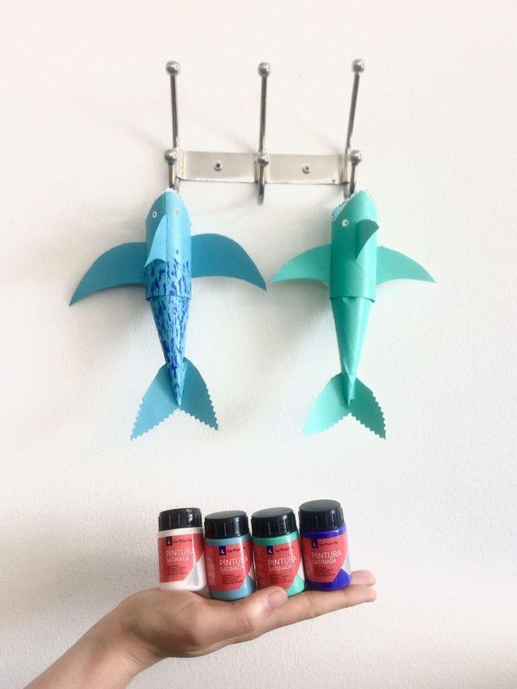 Hoy en #stories tenéis el sencillo paso a paso para convertir unos rollos de papel higiénico en unos divertidos tiburones  Los hemos pintado con Pintura Satinada Multiuso, que es al agua y perfecta para utilizar en familia  los #colores marinos utilizados son:Verde Manigua, Turquesa, Azul Ultramar y Blanco...en nuestros tableros de #pinterest puedes encontrar ideas e inspiración como esta! Seguir nuestros tableros   #reciclaje #reutilizar #kids #pintar #family #tiburon #shark #pinturas
