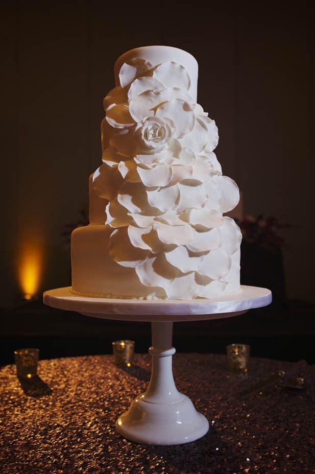 Monochrome floral wedding cake (Justin Wright Photography)