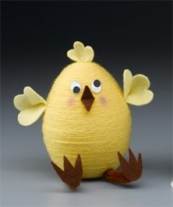 This Easter chick brings a smile on your face! Get our solid polystyrene egg, felt, yarn, craft glue and bring Easter in your house! More DIY and craft inspiration at www.craftmill.co.uk