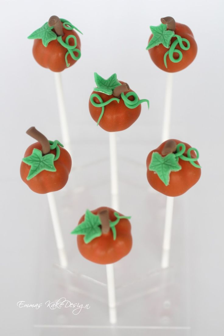 Emmas KakeDesign: Pumpkin Cake Pops! Halloween is just around the corner, how about making some fun pumpkin cake pops for your cake table? DIY on the blog www.emmaskakedesign.blogspot.com