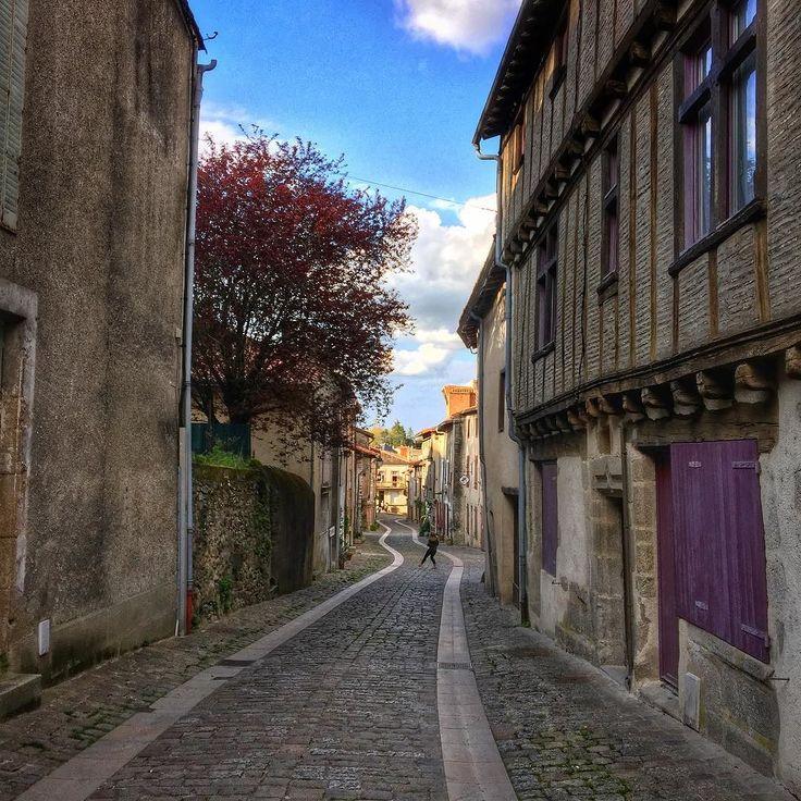 Parthenay cité médiévale. La Carcassonne de l'Ouest. #igersniort #igersfrance #parthenay #deuxsevres @deuxsevres