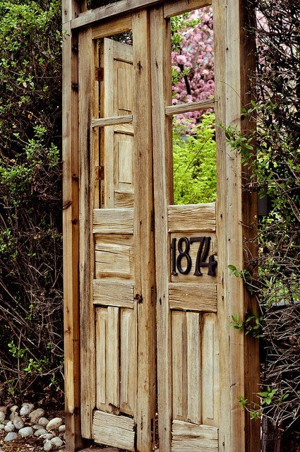 Vintage doors in the garden--- I might need to utilize the old door in our garage...
