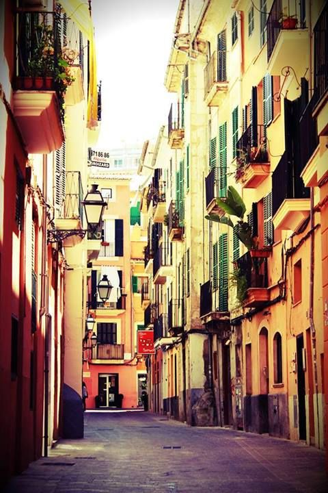 The colours of the streets of Palma de Mallorca #spain #architecture #holidayfever