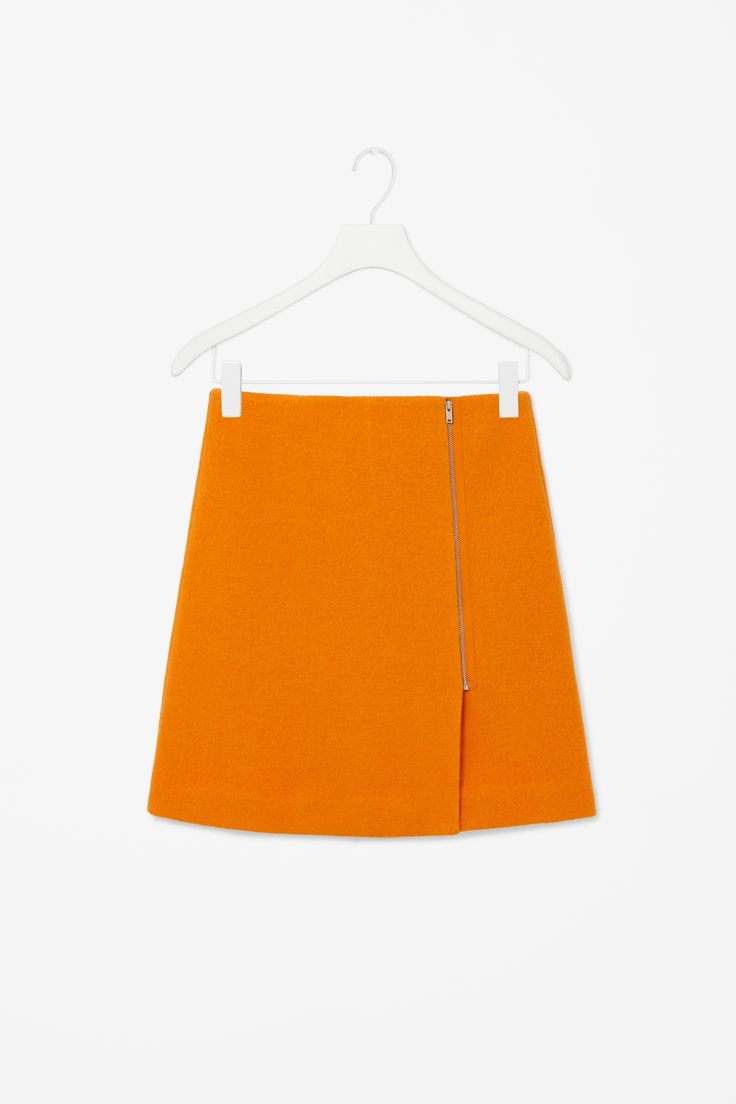 Front-zip wool skirt