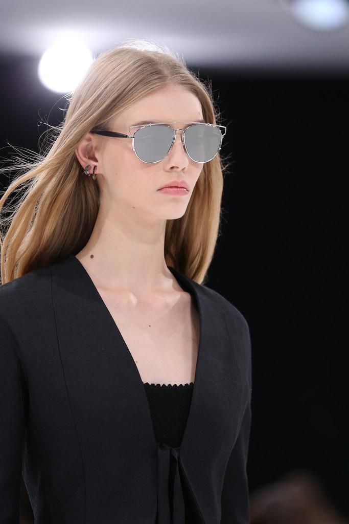 Dior Glasses Frame 2015 : Christian Dior Spring 2015 Ready-to-Wear - Details ...