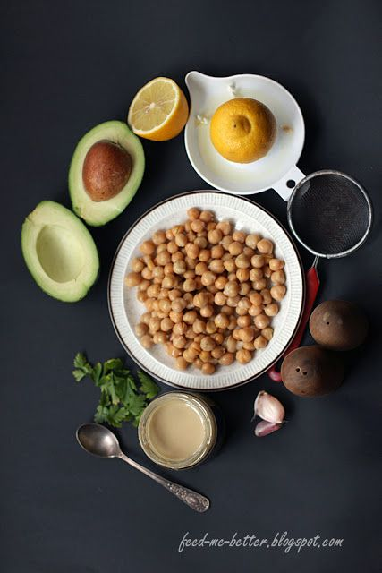 humus z avokado