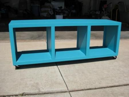 I want to make this!  DIY Furniture Plan from Ana-White.com  These rolling cubbies feature three large cubbies at bench height. Easy to build and fully framed, inexpensive and sturdy, there is a place for these rolling cubbies in every home.