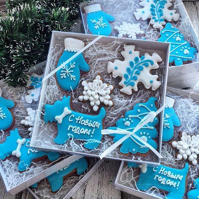 Заказы на новогодние наборы принимаю до 01.12.17, выдача после 15.12.17. Если вам будут нужны раньше, пишите заранее. Большие заказы строго по предоплате.   Все вопросы и оформление заказа, только через моб.телефон 89057322318 #cookies#sugarcookies#decoratedcookies#royalicing#icing#имбирноепеченье#пряники#подарокженщине#букет#розы#cookie#gallets#подаркидетям#сладкийподарок#сладкийсувенир#своимируками#sweet#instafood#имбирныепряникиназаказ#имбирныепряники#ginger#gingercookies#сладост...